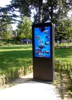Totem outdoor